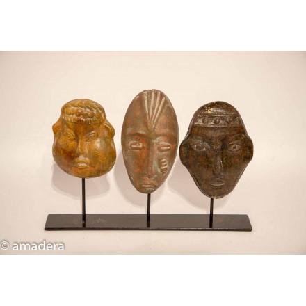 Masques en terre cuite