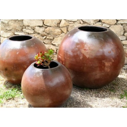 Large jarre ronde en terre cuite. artisanat ethnique