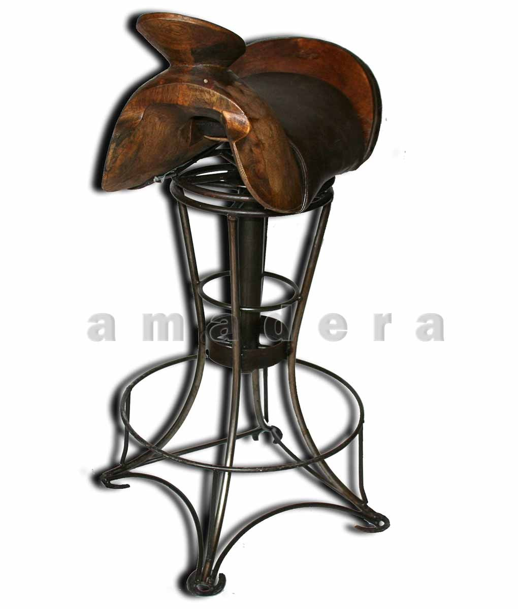 chaise haute de bar en cuir et fer forg chaise pivotante originale. Black Bedroom Furniture Sets. Home Design Ideas
