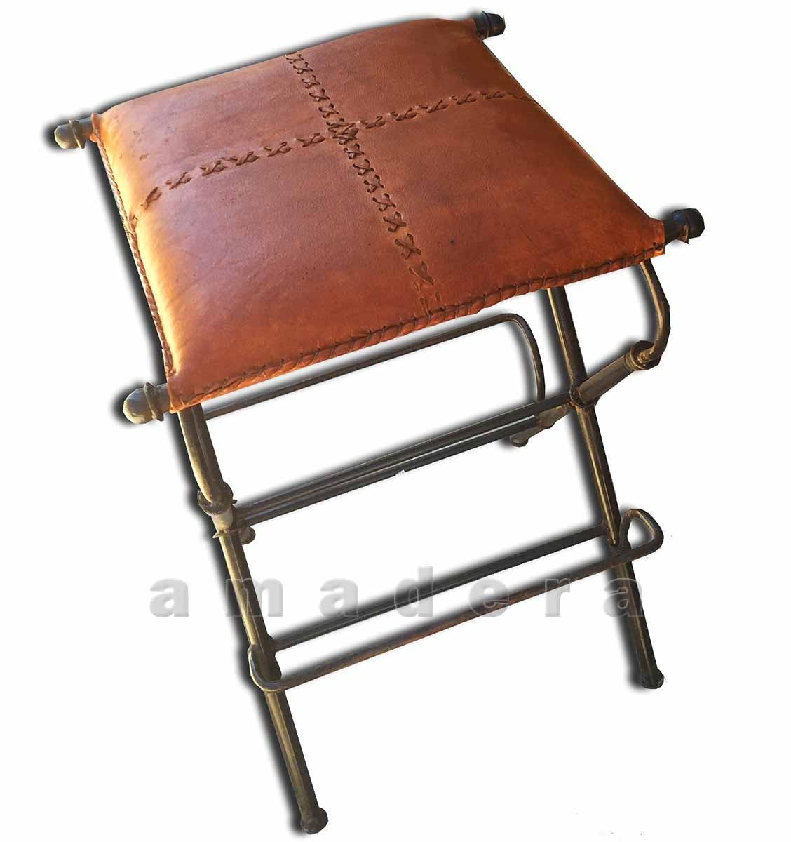 tabourets de bar en cuir et fer forg pivotants mobilier. Black Bedroom Furniture Sets. Home Design Ideas