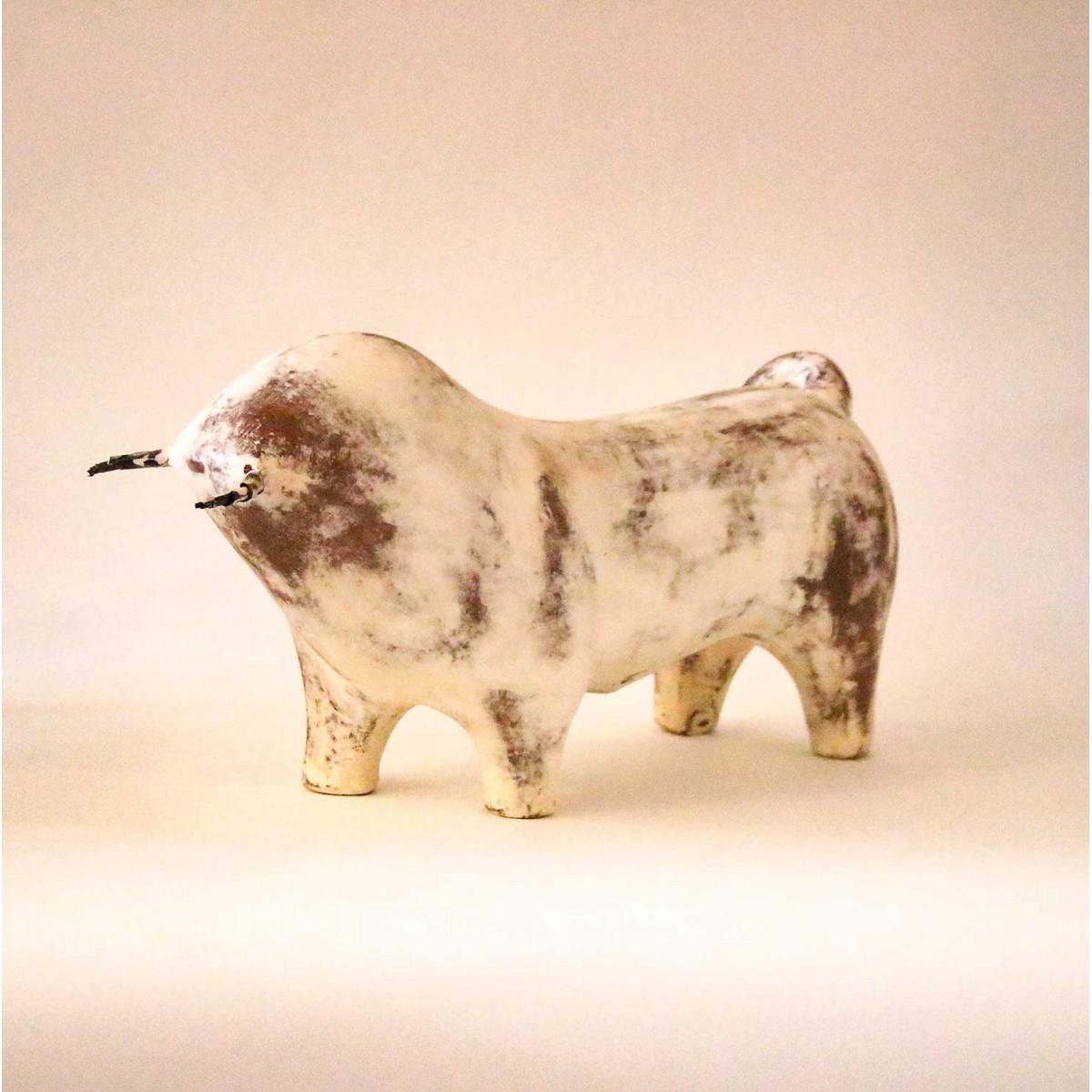 Statue taureau design terre cuite