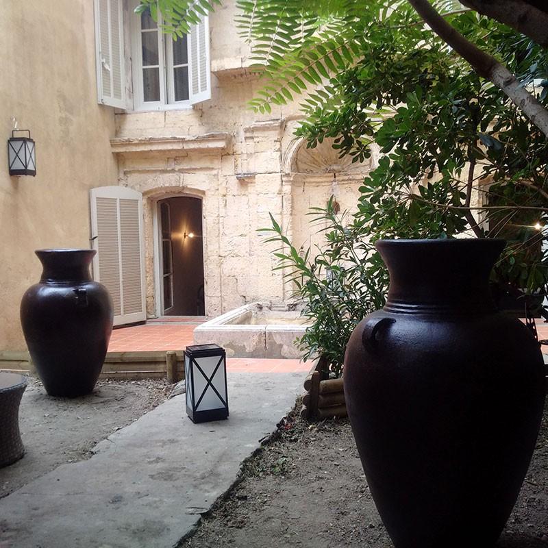 jarre en terre cuite non g live pour vos am nagements. Black Bedroom Furniture Sets. Home Design Ideas