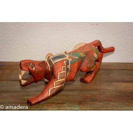 Jaguar en bois sculpté