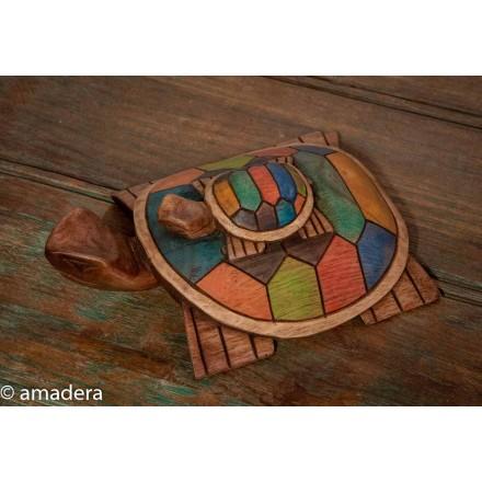 Tortue décorée en bois de cèdre