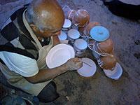 assiettes en terre cuite peintes à la main