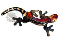 Des objets de décoration murale en métal recouverts de cuivre